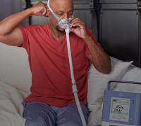 Man using the Philips CPAP/BiLevel PAP